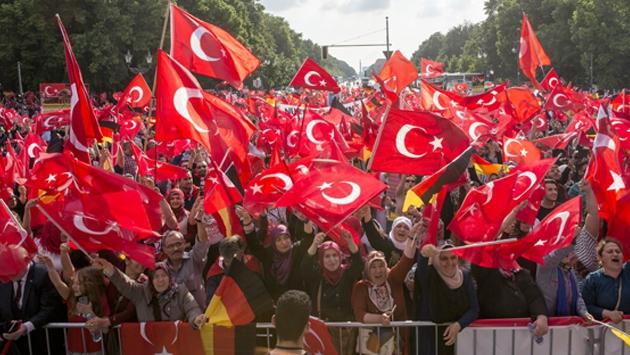 Almanya'daki Türkler tasarıya karşı tek yürek