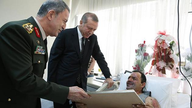 Cumhurbaşkanı Erdoğan Binbaşı Tetik'i ziyaret etti