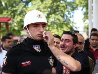 Polisin gözyaşlarını şehidin yakını sildi