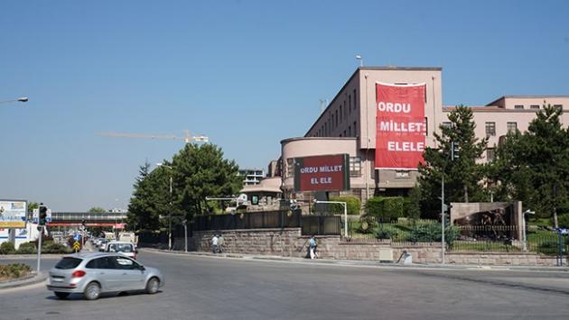 Genelkurmay Karargahı'na 2 büyük boy afiş asıldı