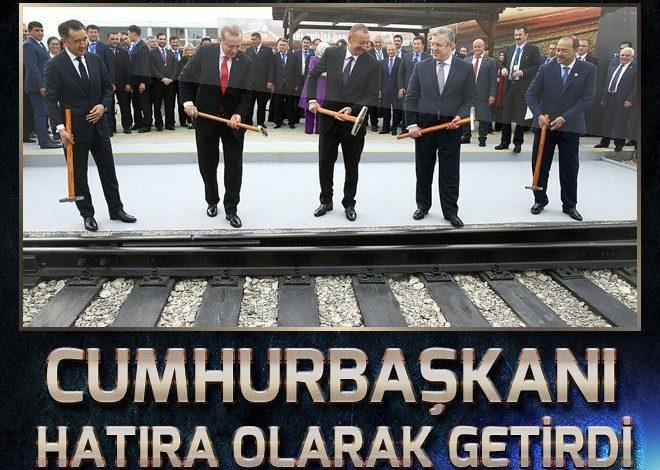 Cumhurbaşkanı Erdoğan, BTK çekicini Azerbaycan'dan hatıra aldı.