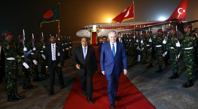 Başbakan Binali Yıldırım Bangladeş'te temaslarına başladı