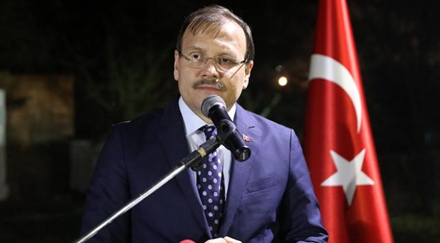 Başbakan Yardımcısı Çavuşoğlu: Kime yardım götürüyorsak Allah rızası için yapıyoruz