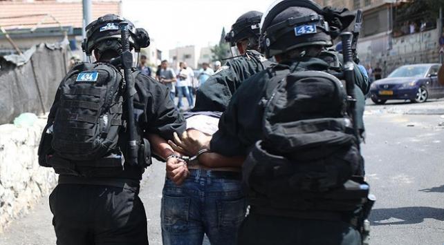 İsrail askerleri 20 Filistinli'yi gözaltına aldı