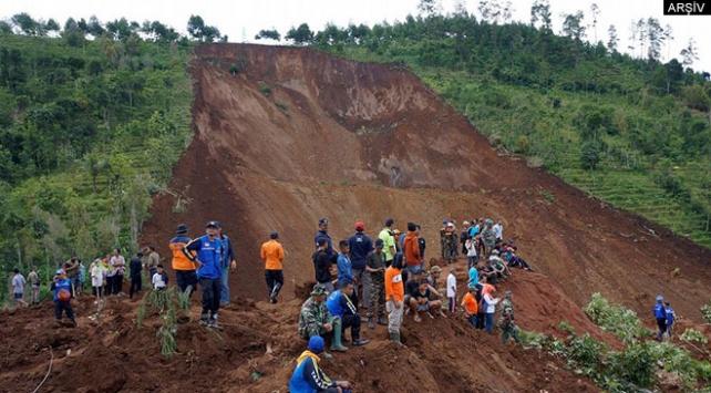 Endonezya'da heyelan: 4 ölü, 6 yaralı