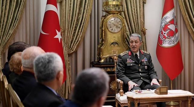 Genelkurmay Başkanı Akar, şehit yakınlarıyla buluştu