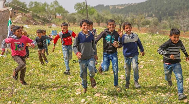 Afrinli çocuklar özgürlüğün tadını çıkarıyor